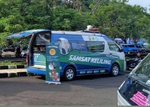 Parkir Mobil SAMSAT Keliling Untuk Perpanjangan STNK